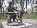 Памятник бойцу с собакой