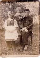 Кириченко С.И., Кириченко (Щуко) Ф.И., их дочь Надежда.Фото прим. 1936-38г.г.