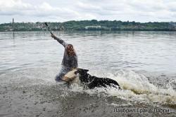 Лавбрил Гранд Ларри, в воде.